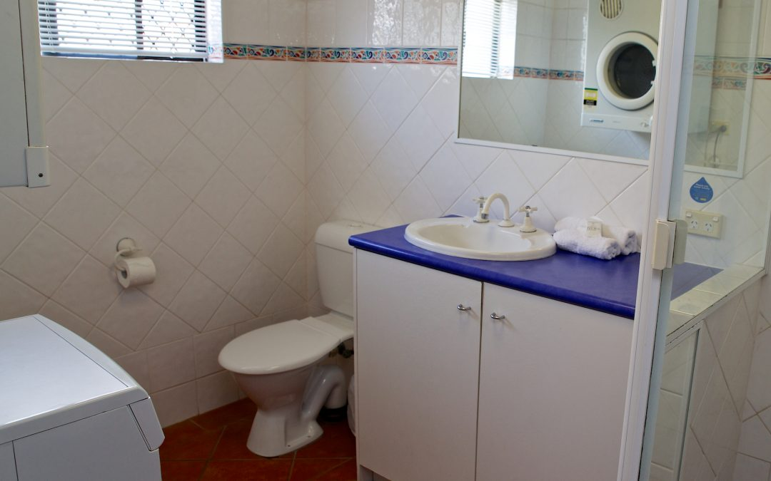 Harbourside Resort accommodation bathroom