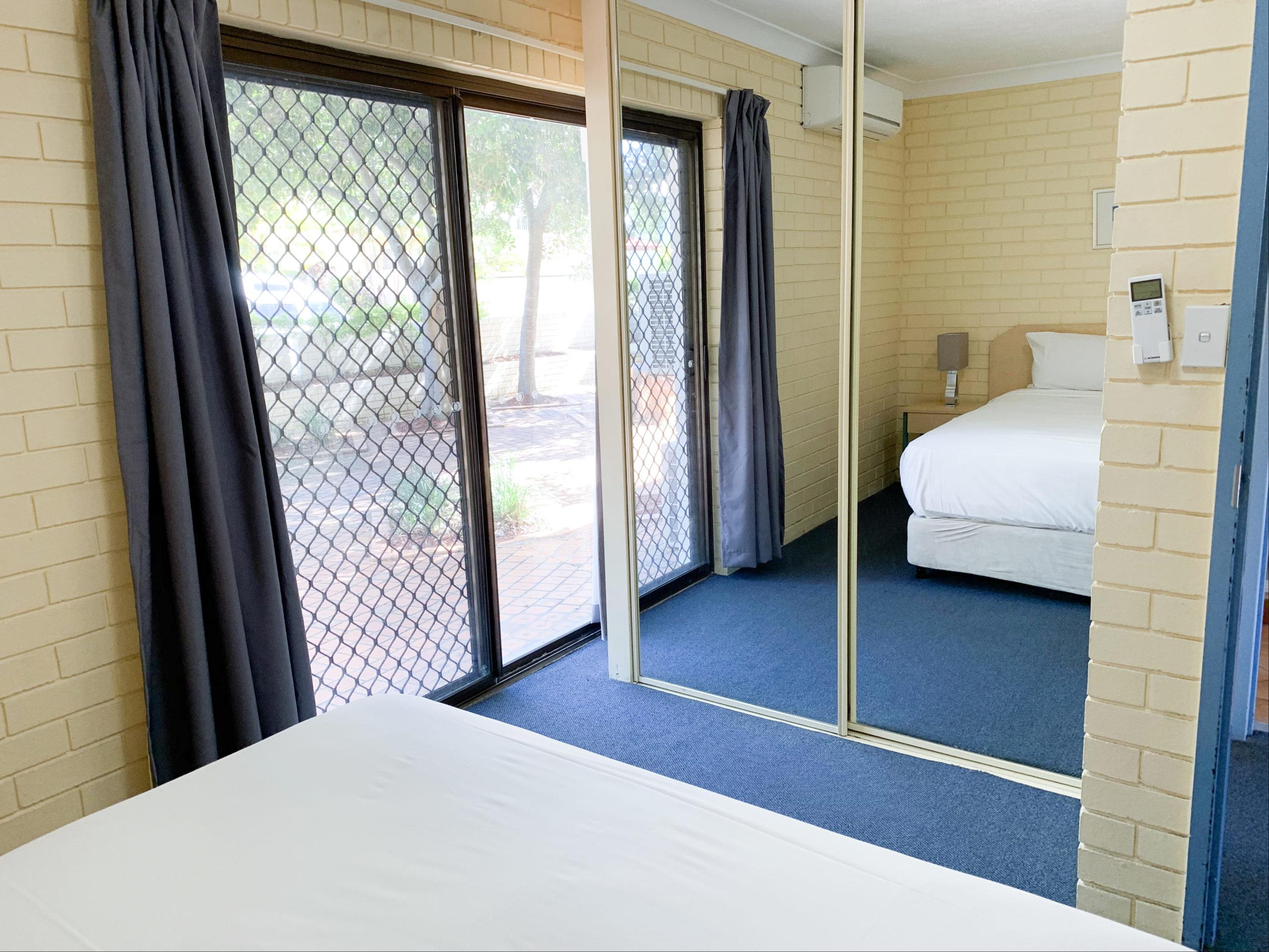 harbourside-resort-gold-coast-one-bedroom-apartment-bedroom