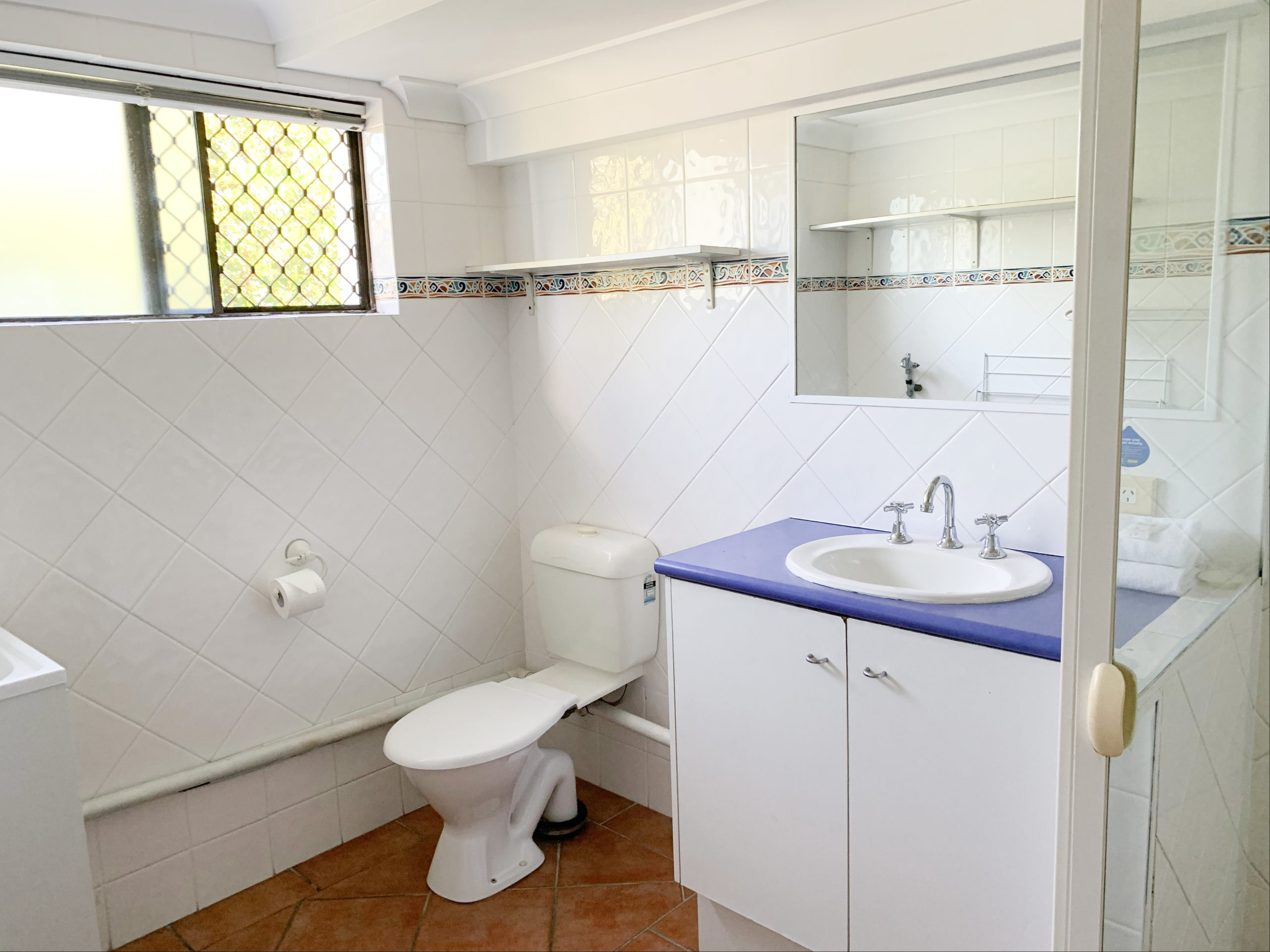 harbourside-resort-gold-coast-one-bedroom-apartment-bathroom
