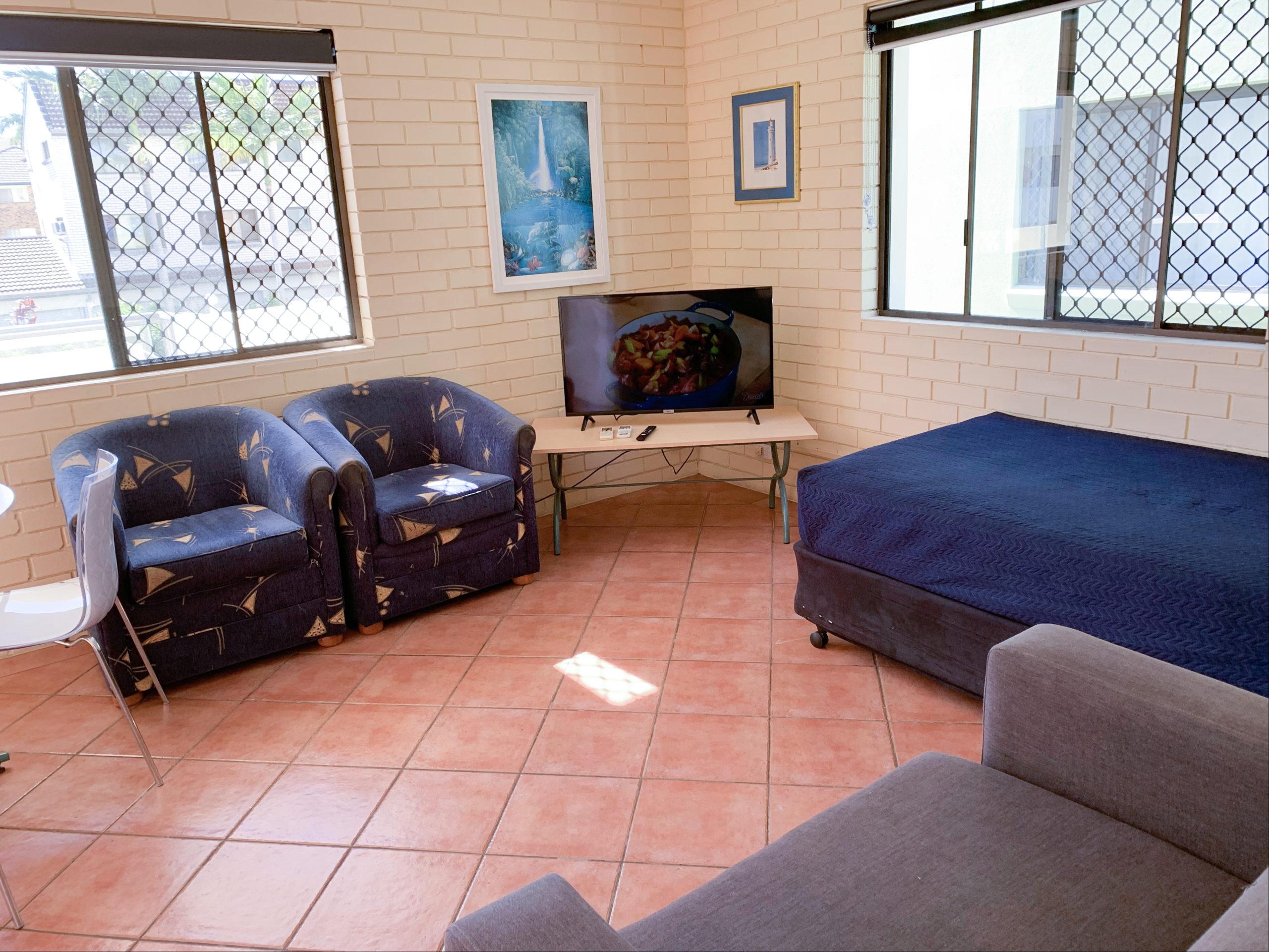 harbourside-resort-gold-coast-one-bedroom-apartment-living